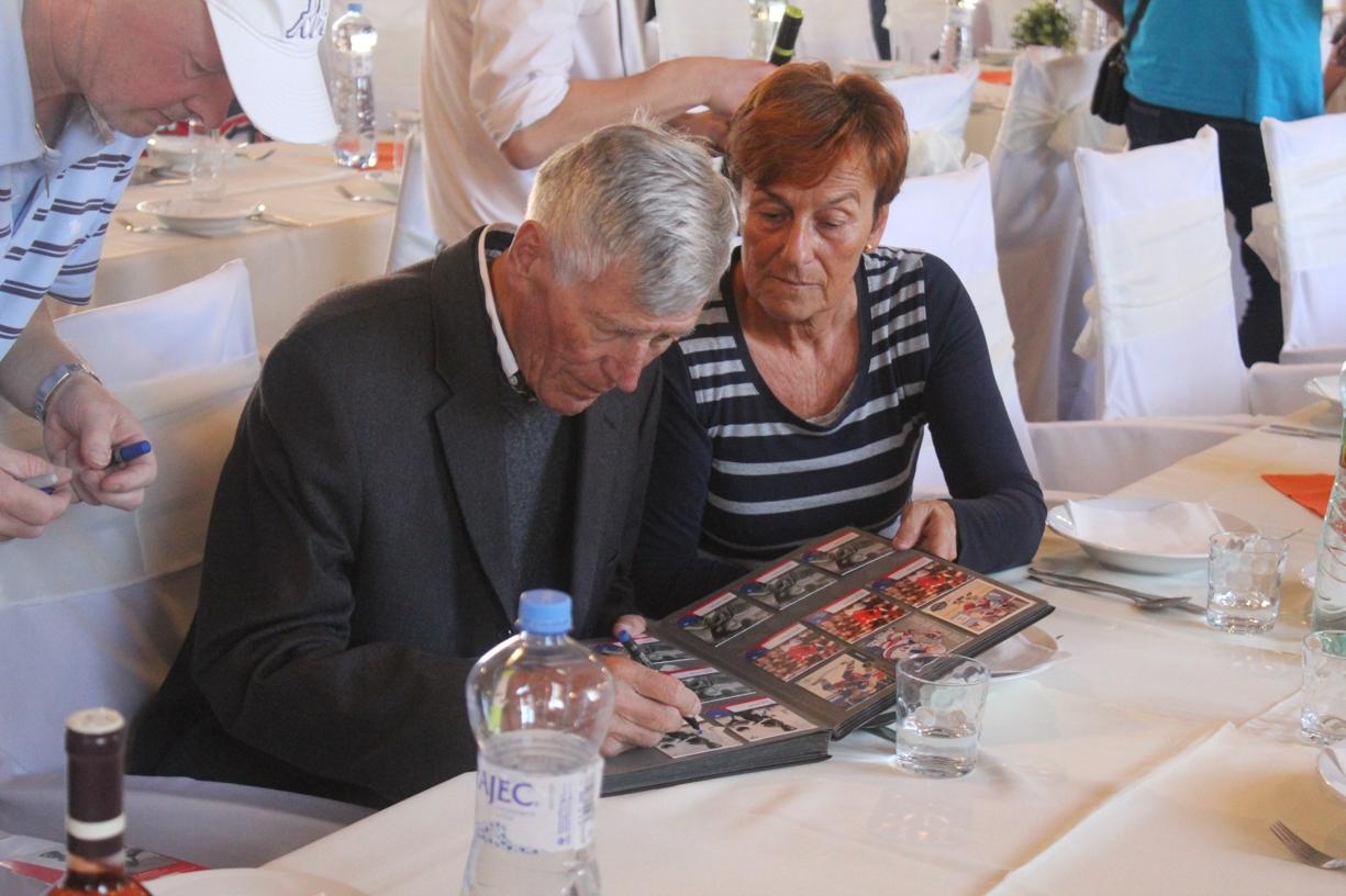 058d3c7a269d6 Druhý najlepší slovenský futbalista storočia a člen oficiálneho fanklubu slovenskej  reprezentácie Jozef Adamec zomrel v pondelok 24. decembra vo veku 76 ...