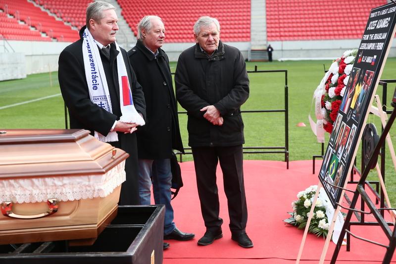 351ddfa36588b Hlavne na tej druhej akcii sa zúčastnilo veľa osobností slovenského a  československého futbalu. V minulosti sme pozývali do fanzóny dve-tri  osobnosti, ...